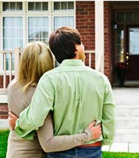 first time home buyers outside their new home